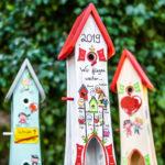Vogelhäuser handbemalt zum Kindergartenabschied mit Jahreszahl und Namen