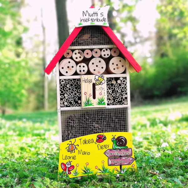 Insektenhotel Geschenk handbemalt und personalisiert