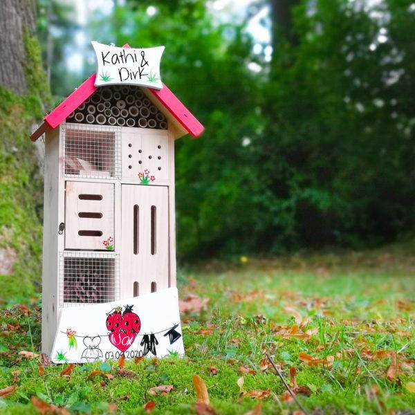 Insektenhotel personalisiert Hochzeitsgeschenk persönlich