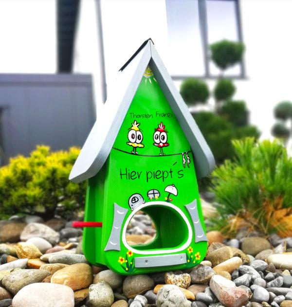 Vogelhaus, Futterhaus aus Holz handbemalt mit Name & Motiv als Geschenk