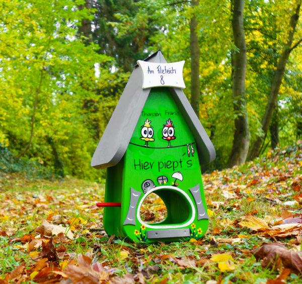 Vogelhaus, Futterhaus aus Holz handbemalt mit Name & Adresse als Geschenk zum Einzug