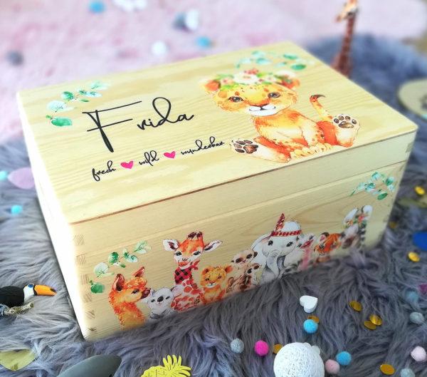 Erinnerungskiste Löwe Erinnerungsbox Dschungel Boho Geschenk zur Taufe und Geburt mit Name und Geburtsdatum
