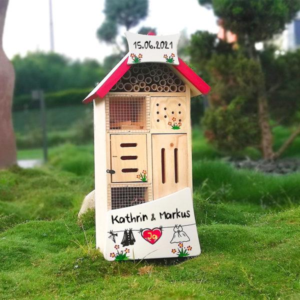 Insektenhotel mit Namen & Hochzeitsdatum als Hochzeitsgeschenk