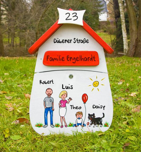 Briefkasten Holz personalisiert mit Namen und Figuren bemalt persönliche kreative Geschenkidee zum Einzug Richtfest Hochzeit